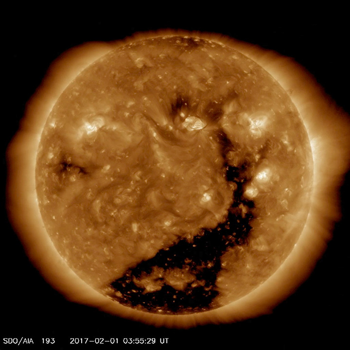 https://sdo.gsfc.nasa.gov/assets/gallery/preview/Coronal_hole_193_Feb.jpg